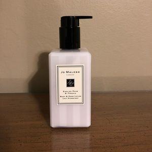 Jo Malone. English pear body & hand lotion.